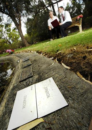 Reserved memorial plaques Pinnaroo Valley